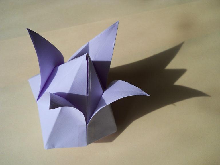 Как сделать из бумаги тюльпан