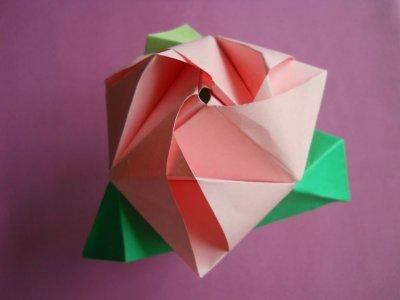 Метаморфозы бумажного цветка: квадрат, роза, куб