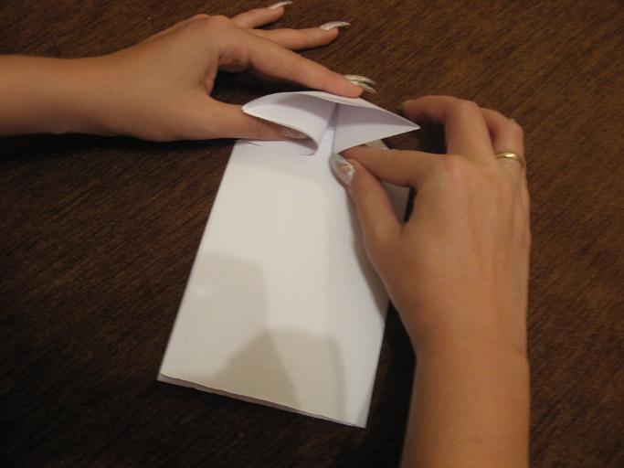 Оригами из бумаги танк готов: Теперь можно сложить с друзьями несколько таких моделей из бумаги разных цветов...